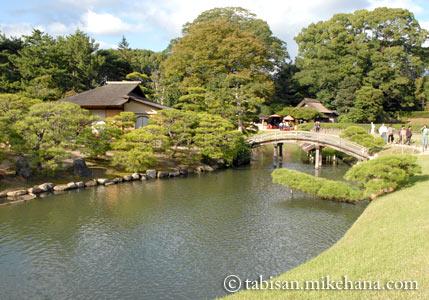 沢の池や太鼓橋
