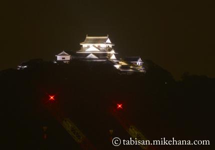 ホテルの部屋から松山城のライトアップを・・・