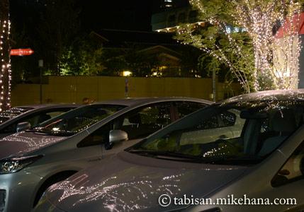 途中のホテルの前の車にイルミネーションが映り込んで・・・