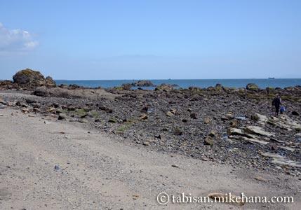 本山岬のくぐり岩